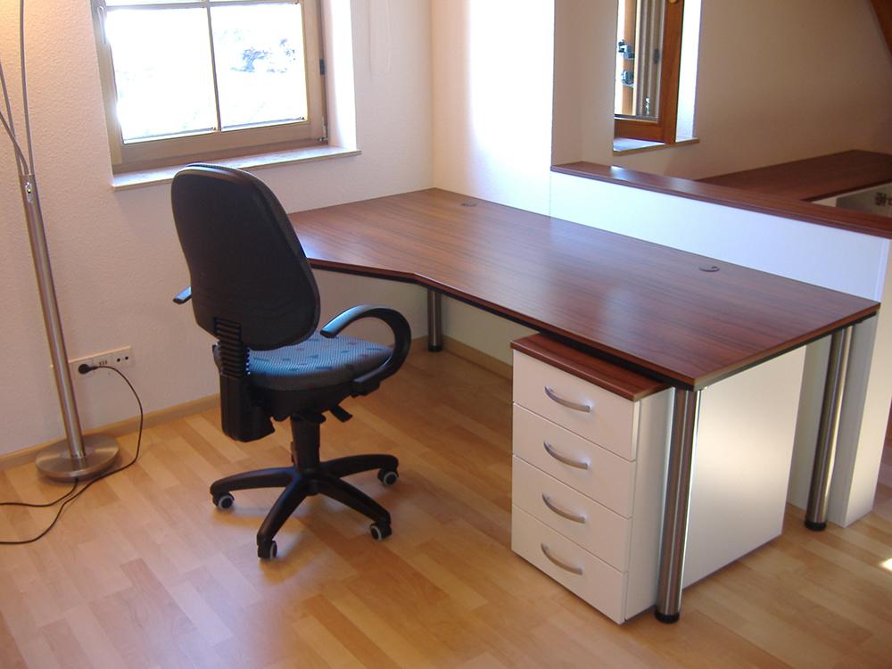 Innenausbau-Holzmoebel-Schreibtisch-nach-mass-Dachgeschoss-Schreinerei-Waelde-Metzingen