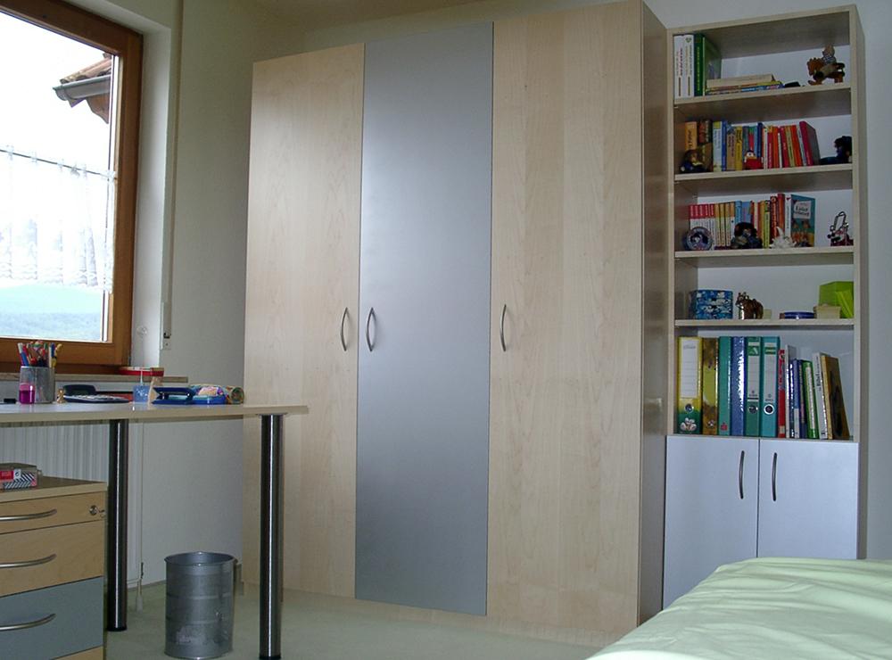 Wälde Kinder- und Jugendzimmer Schrank Mitteltür blau