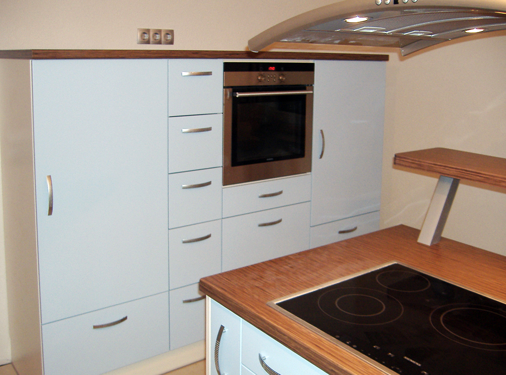 Wälde Küche Inselhaube Highboard Dekor hell Bild 2