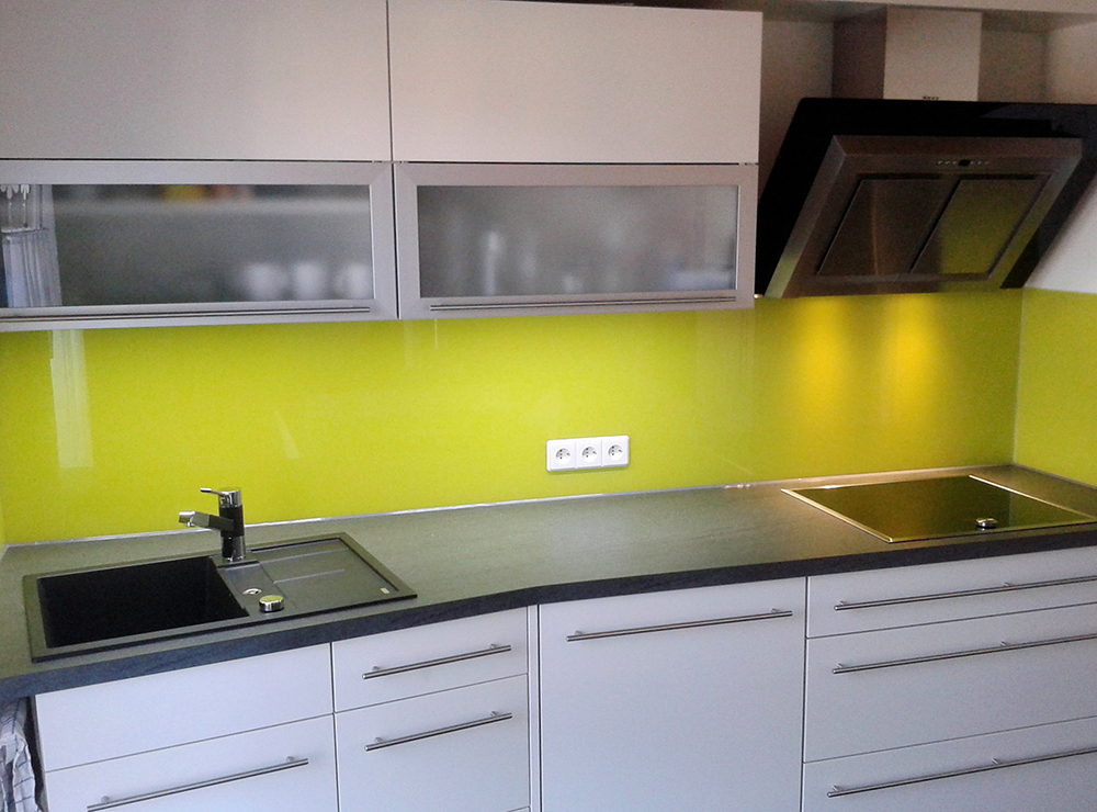 Wälde Küche Weißlack Glasrückwand gelb