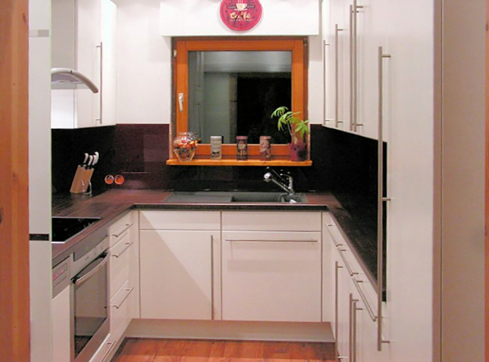 Wälde Küche Weißlack UForm Rückwand schwarz