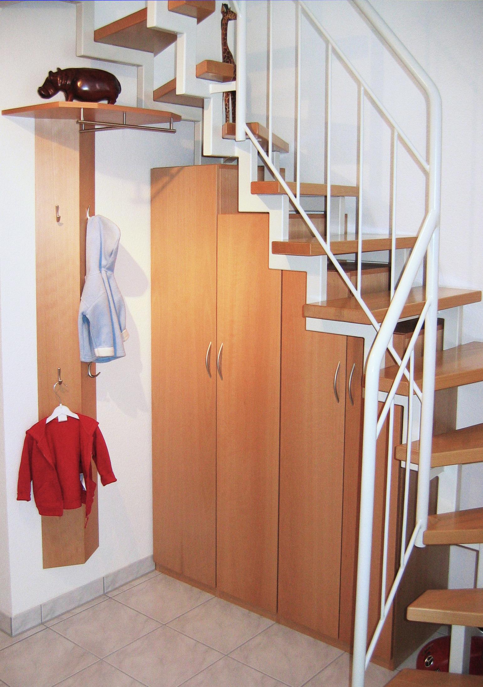 Schreinerei Wälde Metzingen Garderobenschrank unter der Treppe